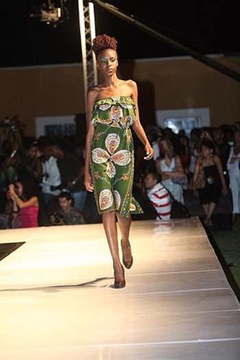 Modelo de Vestido de capulana Cai Cai verde