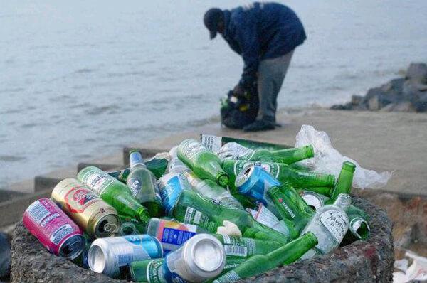 Lixo na Avenida Marginal
