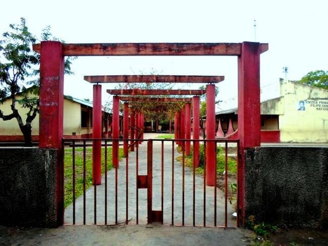 Escola Primária Filipe Samuel Magaia, de Mafambisse