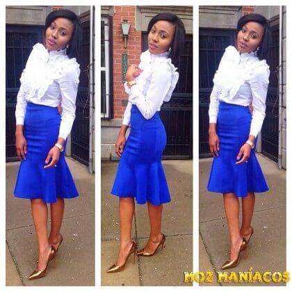 Blusa branca e saia azul