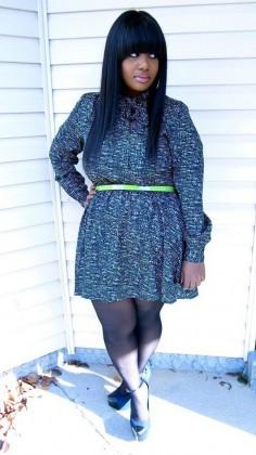Vestido azul com detalhes