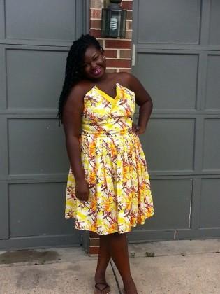 Vestido amarelo com detalhes alaranjados