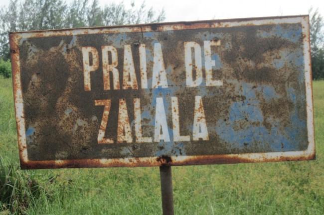 Letreiro da Praia de Zalala