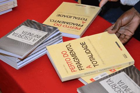 Livro Perto do Fragmento - Francisco Noa