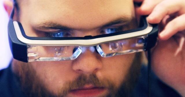 a-epson-prometeu-para-marco-o-lancamento-dos-oculos-inteligentes-moverio-bt-200-por-us-699-cerca-de-r-1665---ainda-exclusivo-para-desenvolvedores-o-google-glass-tambem-esta-previsto-para-chegar-138918844958