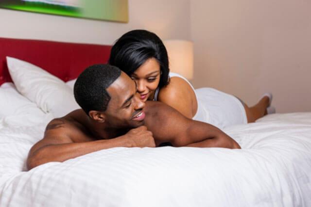 Casal apaixonado negros